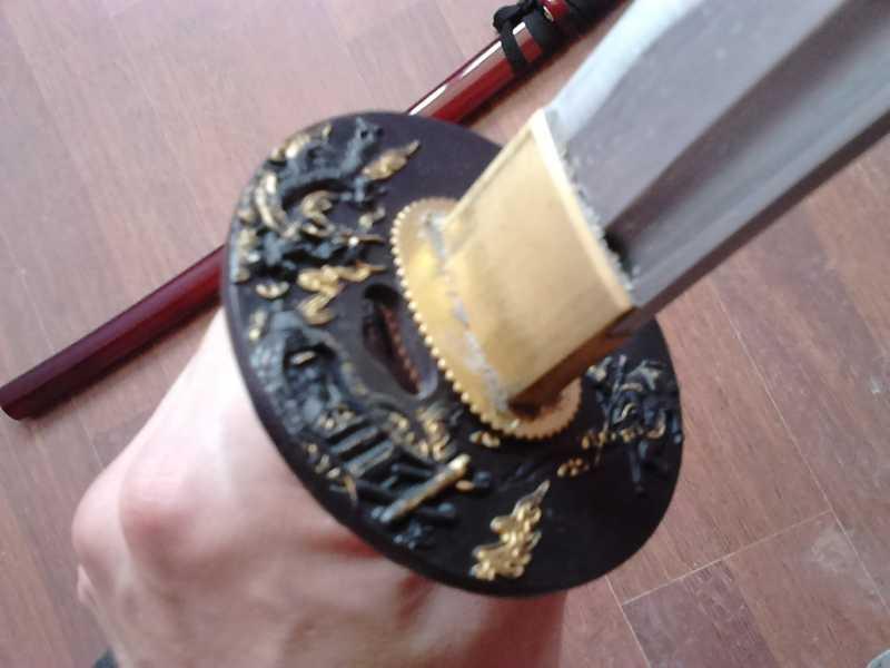 32)Катаны. Боевые и сувенирные образцы.